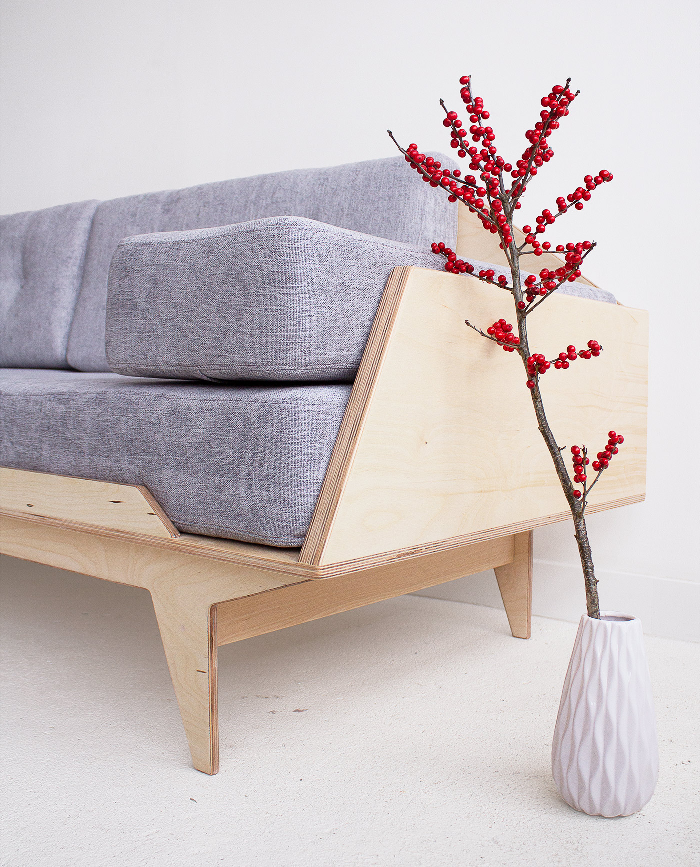 sofa ze sklejki skandynawska