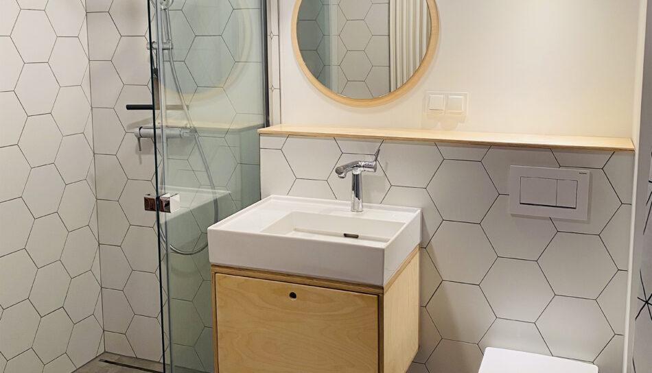 meble łazienkowe ze sklejki